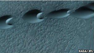 Imagen de barjanes en el espacio