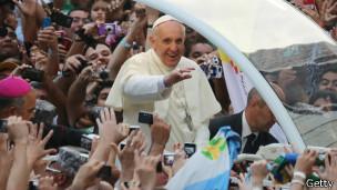 Papa Francisco saluda en Río de Janeiro