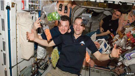 Tripulación de la NASA en el espacio