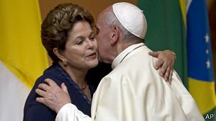Dilma Rousseff saluda al Papa