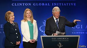 Bill, Hillary y Chlesea Clinton