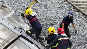 Trabajadores en accidente de tren en España