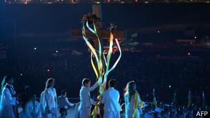 Jovens participam da via-sacra em Copacabana (foto: France Presse)