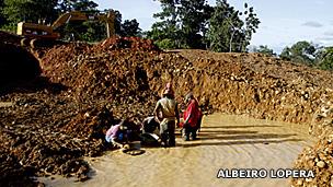 Mineros artesanales en Caucasia, Antioquia. Foto: Albeiro Lopera