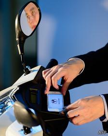 motocicleta que se sincroniza con tu teléfono inteligente