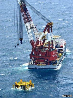 日本拍得中国在东海建设新油气钻探设施情况的照片(5/7/2013)