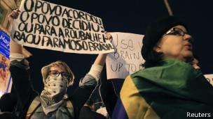 Manifestantes em Porto Alegre | Foto: Reuters