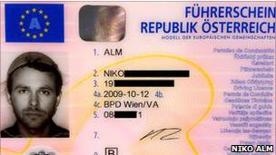 Niko Alm, otro pastafari al que se le permitió usar el colador en su licencia