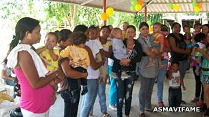 Reunión de la Asociación de Mujeres Víctimas de Medicamentos Falsificados en Arauca.
