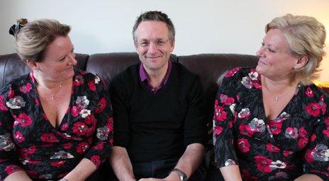 Michael Mosley con Trudi y Debbie