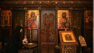Interior de una iglesia en Rumania