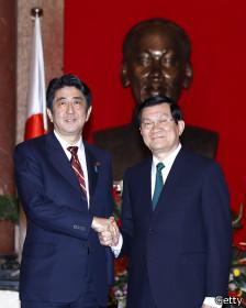 Ông Shinzo Abe và ông Trương Tấn Sang tại Hà Nội ngày 16/1/2013
