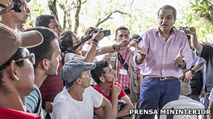 Fernando Carrillo en un encuentro con líderes campesinos de Catatumbo