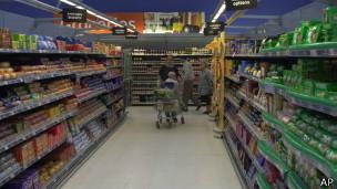 Supermercado na Inglaterra | Foto: AP