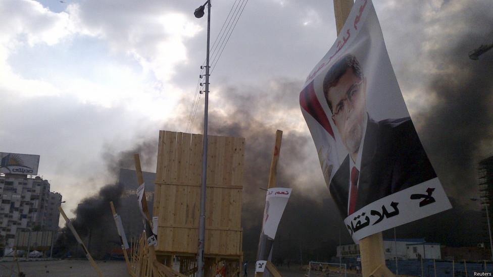 Aparat bubarkan aksi pro-Morsi