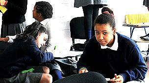 Estudiantes del Liceo Jubilar en Montevideo, elogiado como un modelo de inclusión