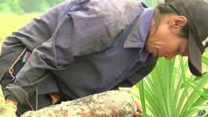Nguyen Thi Tam, trabalhando no Vietnã