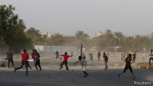 Choques de grupos de oposición con la policía en Bahréin