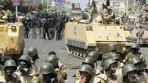 tanques en calles de El Cairo