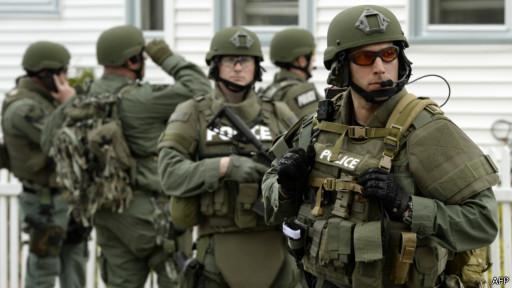 Policiais da SWAT em Boston, 19 de abril de 2013 | Foto: AFP