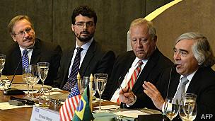 Robert Cekuta y otros funcionarios