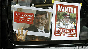 carteles a favor de Morsi y contra al-Sisi en un taxi de Londres