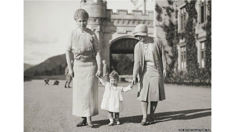 首次公开的英女王童年照-- - 旭在东北 - 旭在东北原创音画博客(*^_^*)