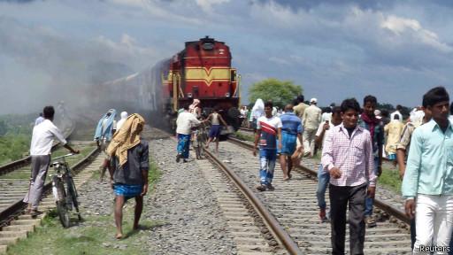 قطار يدهس 37 شخصا على الأقل في الهند 130819152157_rajya_r