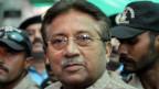 Pervez Musharraf, escorté par des soldats arrivant au tribunal spécial contre le terrorisme à Rawalpindi, en avril