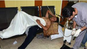 La oposición subió a internet imágenes de hospitales improvisados que tratan a los heridos.