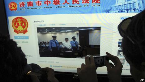 一名记者拍摄济南中院的官方微薄网页(22/08/2013)