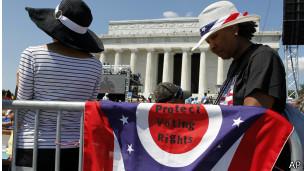 Une des nombreuses banderoles apportées par les participants à la commémoration du 50e anniversaire du discours de Martin Luther King.