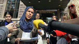 """""""حملة الحجاب"""" تؤدي الى انقسام في المجتمع السويدي"""