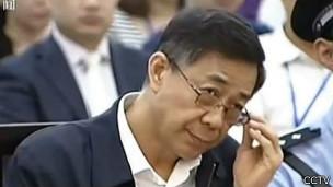 Bạc Hy Lai ra tòa