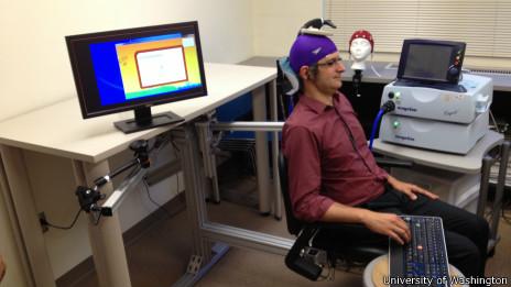"""El """"receptor"""" del experimento espera a que le lleguen las señales cerebrales"""