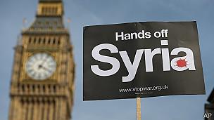 Cartel contra la guerra en Siria con el Big Ben de fondo