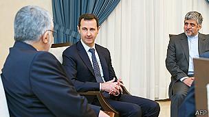 Bashar al Asad con el funcionario iraní Aladin Borujerdi