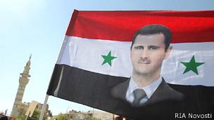Башар Асад на знамени