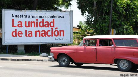 Cartel en Cuba (Foto: Raquel Pérez)