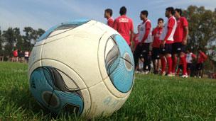 Entrenamiento de un equipo de fútbol en Argentina