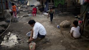လိုင်ဇာဒုက္ခသည်စခန်းမှာ စစ်ပွဲကြောင့် ရွာသားများ ခိုလှုံနေရ