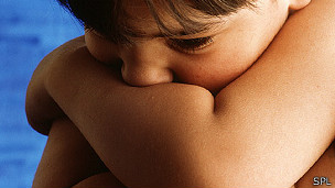 Niño de 4 años con autismo