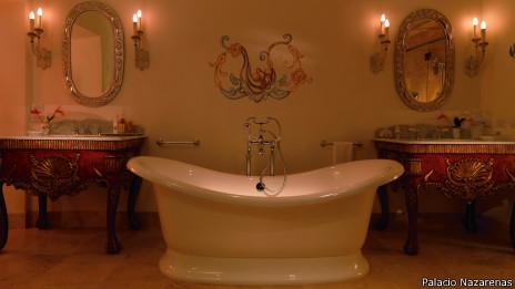Baño del hotel Palacio Nazarenas