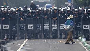 Policías en el Zócalo de Ciudad de México