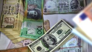 Mata uang rupee dan dollar