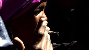 Usuário fuma cigarro com nyaope
