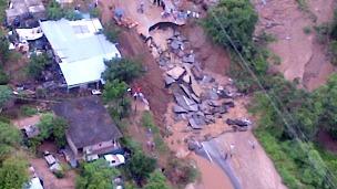 Deslave carretero por huracán Manuel en México