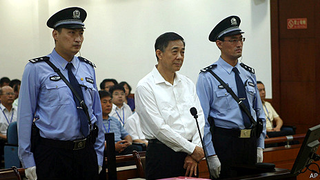 薄熙来在山东济南中级法院出庭(济南中院供图22/8/2013)