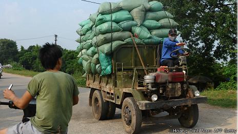 Chuyên chở hàng ở ngoại ô Hà Nội