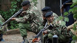 Soldados en el centro Westgate